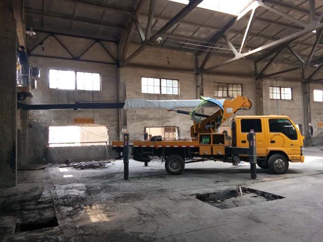 高空作业车助力工厂设备安装
