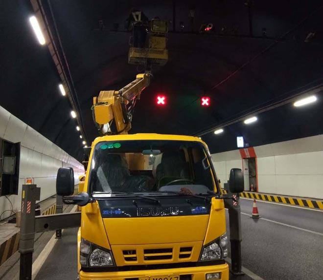高空升降平台助力隧道施工现场